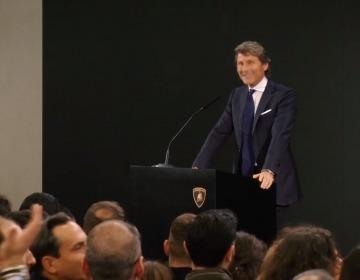 Прощальная речь Стефана Винкельмана перед работниками завода Lamborghini