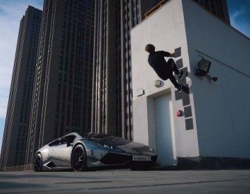 Сальто через Lamborghini Huracan на наземном паркинге в Савеловском сити