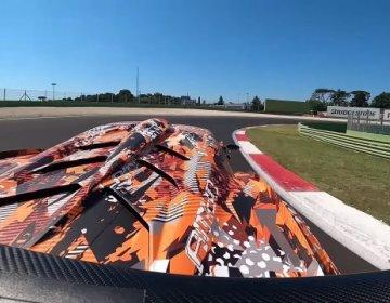 Дикий рёв 830 сильного Lamborghini Essenza SCV12 на треке в Монце
