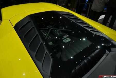 Lamborghini Huracan LP610-4 на автошоу в Женеве. Крышка двигателя